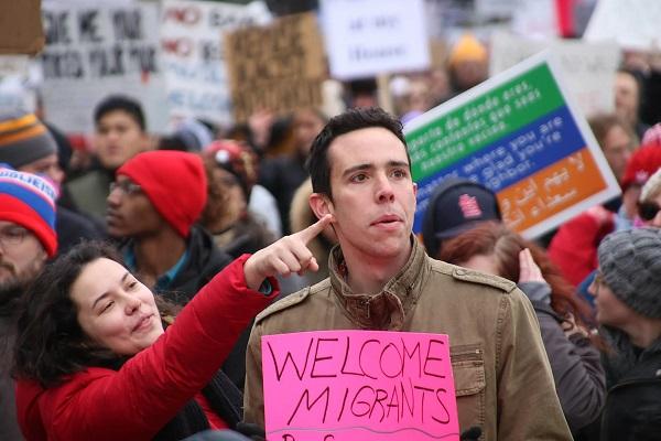 Почти три миллиона мигрантов во всем мире не могут вернуться домой из-за COVID-19